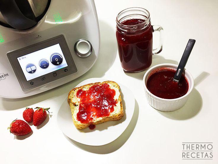 Mermelada de fresa ligera. Todo el sabor de la fruta de temporada con una reducción importante en la ingesta de calorías al usar menos azúcar.