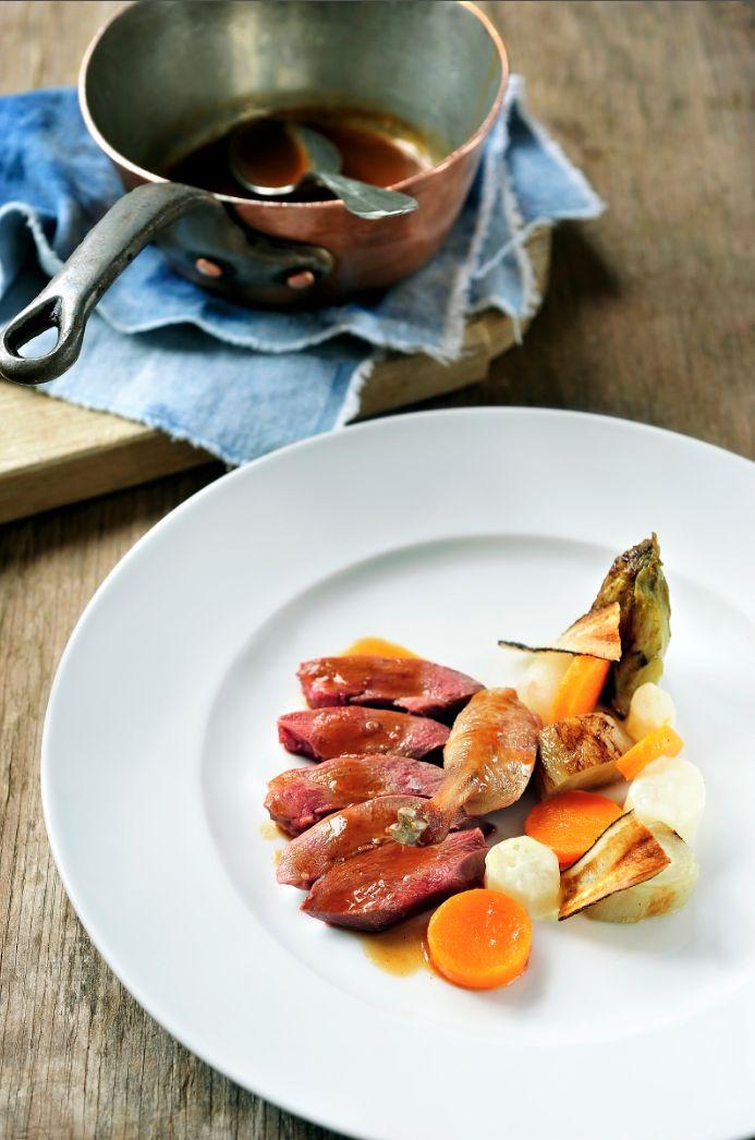 Wilde eend met gebraiseerd witloof en schorseneren http://www.njam.tv/recepten/wilde-eend-met-gebraiseerd-witloof-en-schorseneren