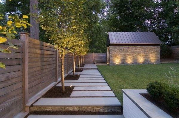 holzzaun design garten gartenhaus bäume grüner rasen