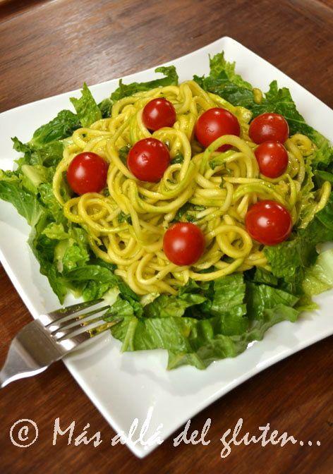 espaguetis de zucchini con salsa cremosa de ajo