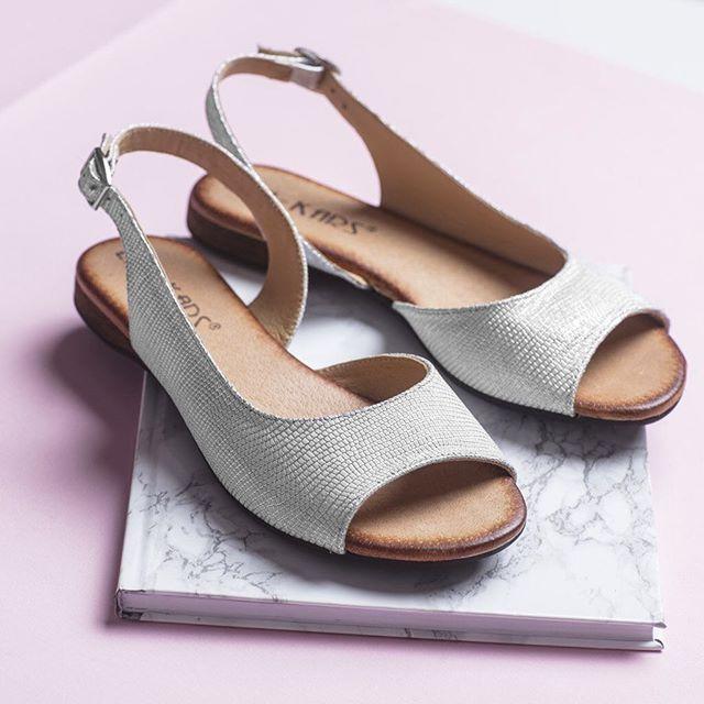 Czujecie już wiosnę? 🌸My nie możemy się doczekać zrzucenia ciepłych butów i noszenia lekkich sandałków! 😍#lankars #shoes #shoestagram #instashoes #shoesinsta #instagood #love #loveshoes #pink #marble #metalic #silver #sandals #spring #leather #woman #girly #notebook #beautiful #best