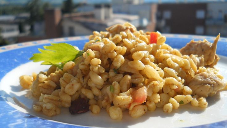Grano con pollo e mandorle al curry