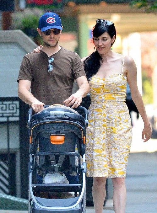 First+Glimpse+Of+Joseph+Gordon-Levitt+With+Son