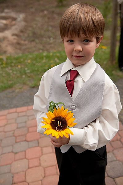 ring bearer sunflower pillow!! Sunflowers are my absolute favorite.