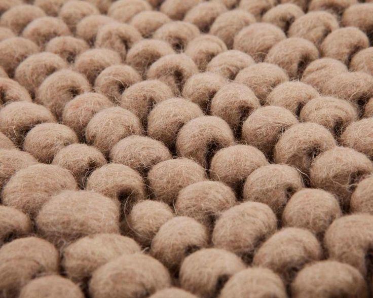 Es ist keine Frage das dieser Wollschling-Teppich den Raum lebendiger machen wird. Schöne natürliche Farbe und hervorragende Qualität.  Bestellung unter: http://www.sukhi.de/rechteckig-advik-wollschlingteppiche.html