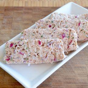 Tunmousse med cremefraiche er en sundere måde at spise den populære forret, kontra hvis den er lavet på smør. Få opskriften her.