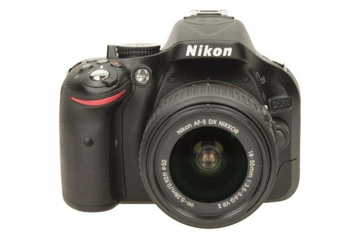 Nikon D5200 + 18-55 VRII