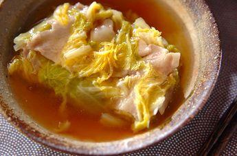 豚肉と白菜を交合に重ねて、電子レンジで手軽に。ユズの香りが上品です。