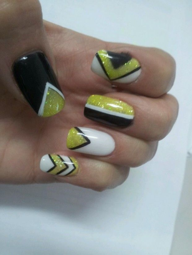 Geometric designs in black, white, and yellow glitter- This would be even better with a more goldish color and not yellow