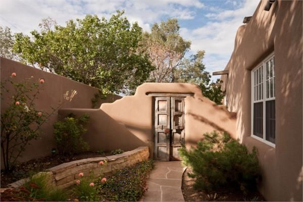 Courtyard adobe style home santa fe new mexico for Southwest home builders