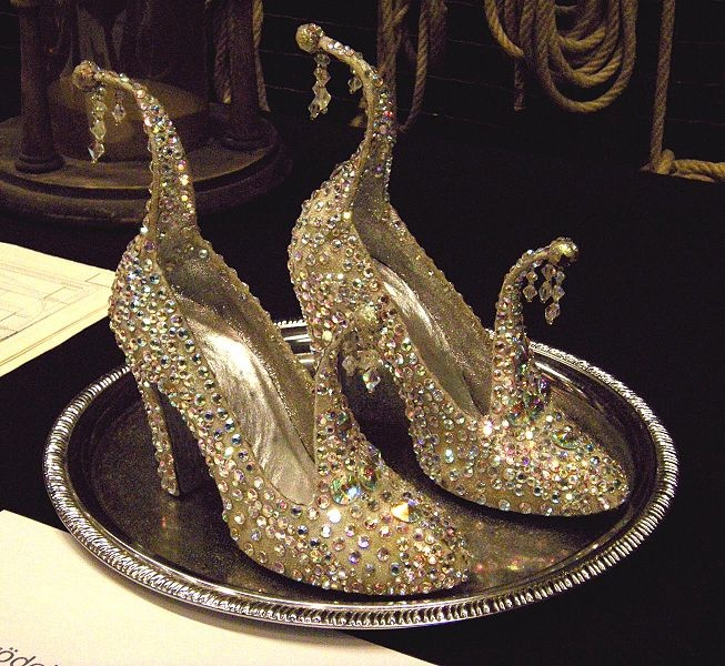 How fantastical are these? Gold jewel encrusted glass slippers, inspired by Arabian shoe toe curls