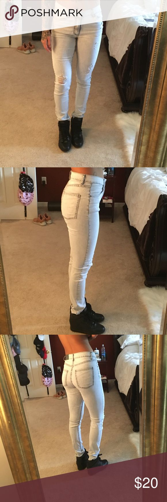 Cheap Monday second skin destruction grey jeans Excellent condition! I am 28/29 in jeans and they are a little too loose for me! Very comfortable, worn twice! 76% cotton 15% polyester 7% viscose 2% elastane! Size 30, inseam 32! Cheap Monday Jeans Skinny