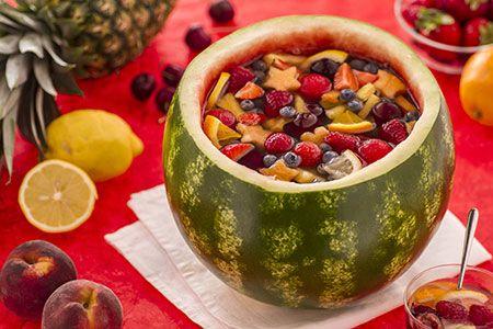 l' ANGURIATA: frutta, succhi e vino moscato si gustano direttamente da questo guscio colorato!