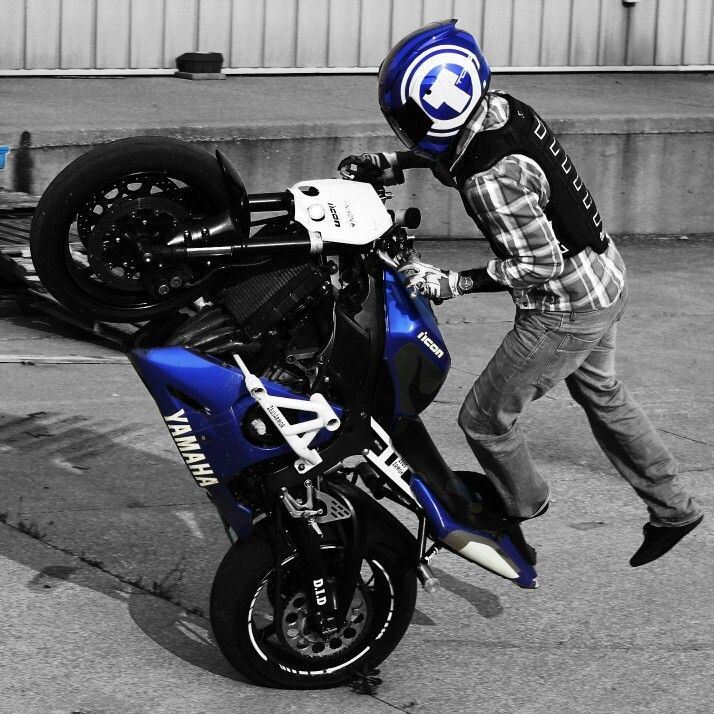 Fully ZeusArmor equipped Yamaha YZF-R6S Stuntbike killing some circles http://zeus-armor.com