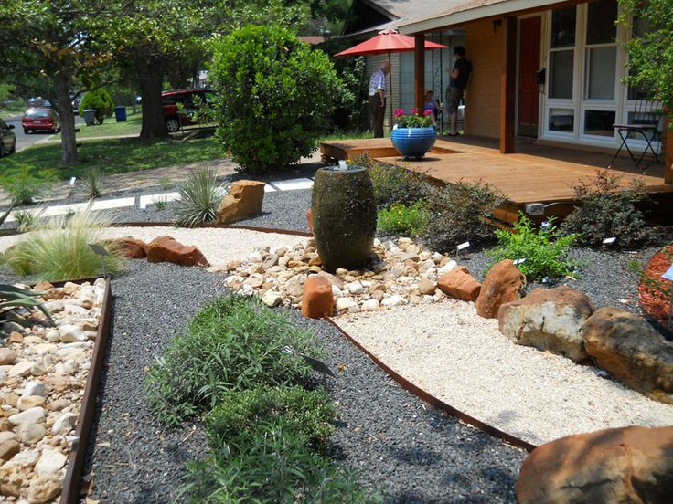 Curb appeal 20 modest yet gorgeous front yards gardens for Front garden feature ideas