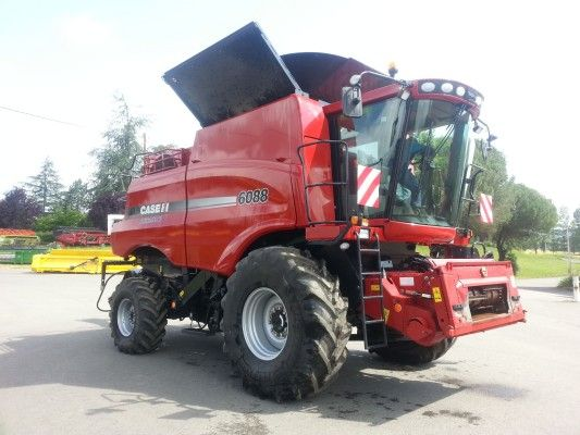 Bright red #CASE IH 6088 combine harvester: Optimized harvesting mechanism!  Looking for more CASE IH #combines? Check out  http://www.agriaffaires.co.uk/used/combine-harvester/1/3901/case-ih.html