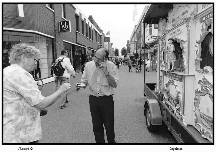 Deze Draaiorgelman in Apeldoorn herinner ik mij van mijn jeugd.
