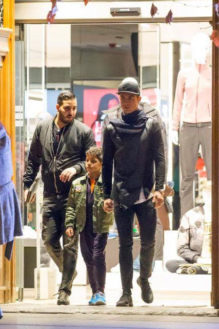 Cristiano Ronaldo Takes His Son To Go Handbag Shopping For His New Girlfriend. (Photos) - Genechy
