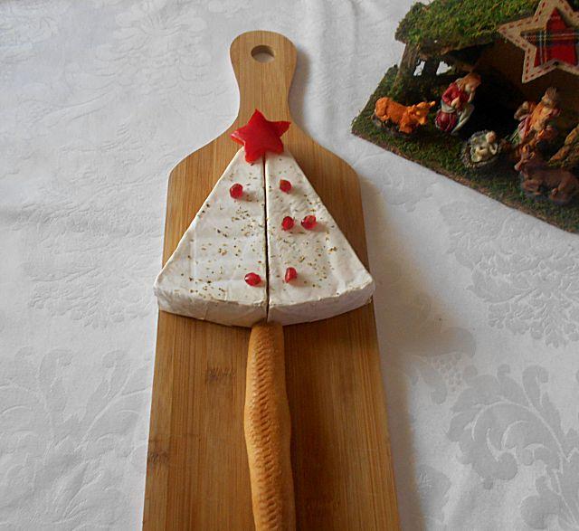 Coisas simples são a receita ...: Feliz Natal com uma árvore de queijo brie.