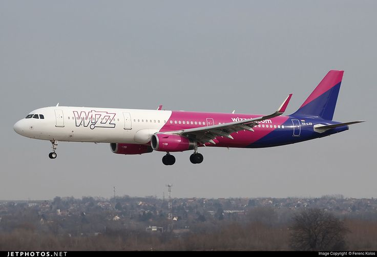 Airbus A321-231, Wizz Air, HA-LXB, cn 6910, 230 passengers, first flight 11.12.2015, Wizz Air delivered 18.12.2015. Active, for example 28.9.2016 flight Bucharest - London. Foto: Budapest, Hungary, 2.2.2016.