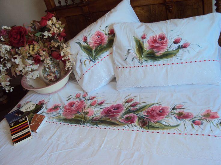 Jogo de len�ol ALGOD�O- PERCAL 180 fios <br>BRANCO c/ floral de rosas VERMELHAS. <br> Pintado a m�o <br> QUEEM /BOX <br>C/ bordado ingl�s 7 cm   passa fita <br>4 pe�as: <br>.2 fronhas : 50 x 70 cm <br>.2 len��is: 1 vira 2, 40 x 2,65m   1 c/ el�stico <br>Peso:1,600 kg <br>SOB ENCOMENDAS. <br>Grata pela PREFER�NCIA.