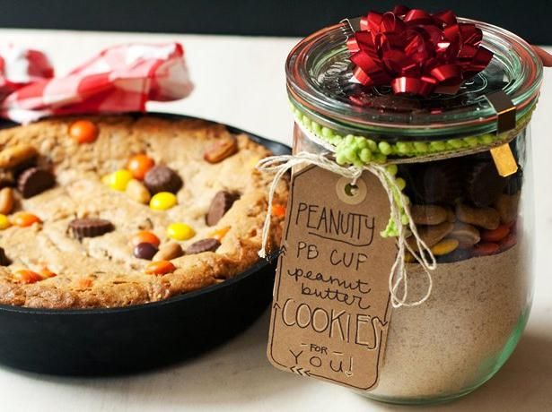 Blogger Cindy Ensley from  Hungry Girl por Vida  shares a scrumptious peanut butter cookie-mix gift idea, made with Betty Crocker's Peanut Butter Cookie Mix and baked in a skillet!