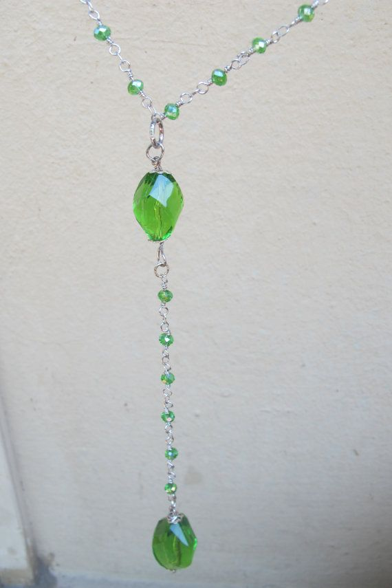 Collana semipreziosa verde smeraldo, composta da cristalli e pietre di tormalina in tinta.