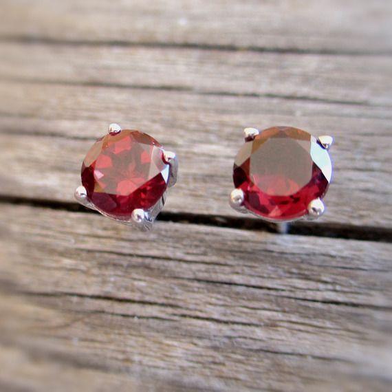 Puces d'oreilles grenat en argent 925 Petites boucles d'oreilles rouges avec pierre naturelle