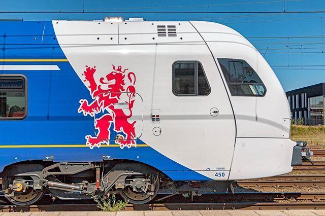 Arriva Flirt3 450 te Amersfoort, 18 augustus 2016. #arriva #flirt3 #stadler #limburg #amersfoort #rail #railway #train #trains #rsa_theyards #train_nerds #trainstagram #eisenbahn #eisenbahnfotografie #railroad #railways_of_our_world #rail_barons #trains_worldwide #railroad #railfan #instarail #bahn #daily_crossing #trb_express #70d #canon70d #eisenbahnbilder #railwayculture