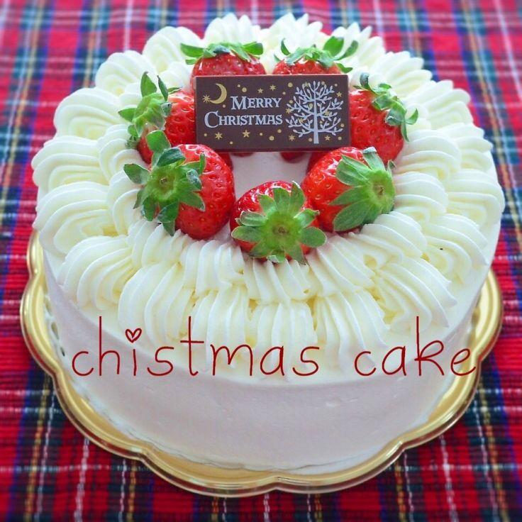 今年最後のクリスマスケーキ♡ またまたシンプルなイチゴのケーキ♡ この生クリームの絞り方すごく可愛くなることに気づいた!もっと重なるように絞ればよかったーと反省点もあったから、来年はこの絞り方で色々チャレンジしてデコレーションの経験値あげよー!