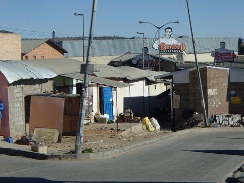 Apartheid ?... Finalement, qu'en perçoit-on encore en ne faisant que traverser l'Afrique du Sud ?... http://unmondedegnous.tumblr.com