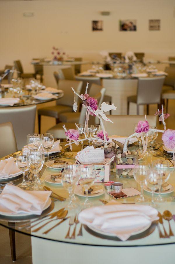 Centro de mesa - pormenor de caixa com lápis e cartões de votos aos noivos ou sugestões