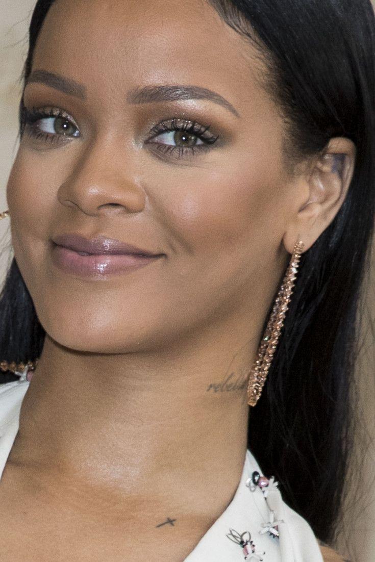 Rihanna cambia su melena por unas infinitas rastas