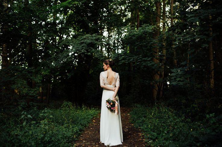 Bride in forest  Weddingdress Laure de Sagazan