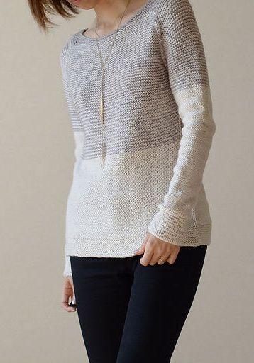 Вязаный женский пуловер спицами с полосатой кокеткой платочной вязкой