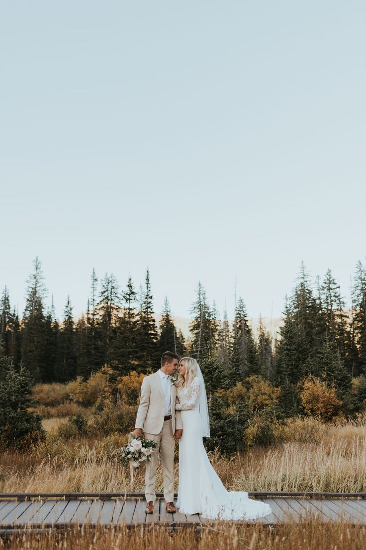 Katie Griff Photo : Fall Bridals fall first look, fall engagement outfits, engag…