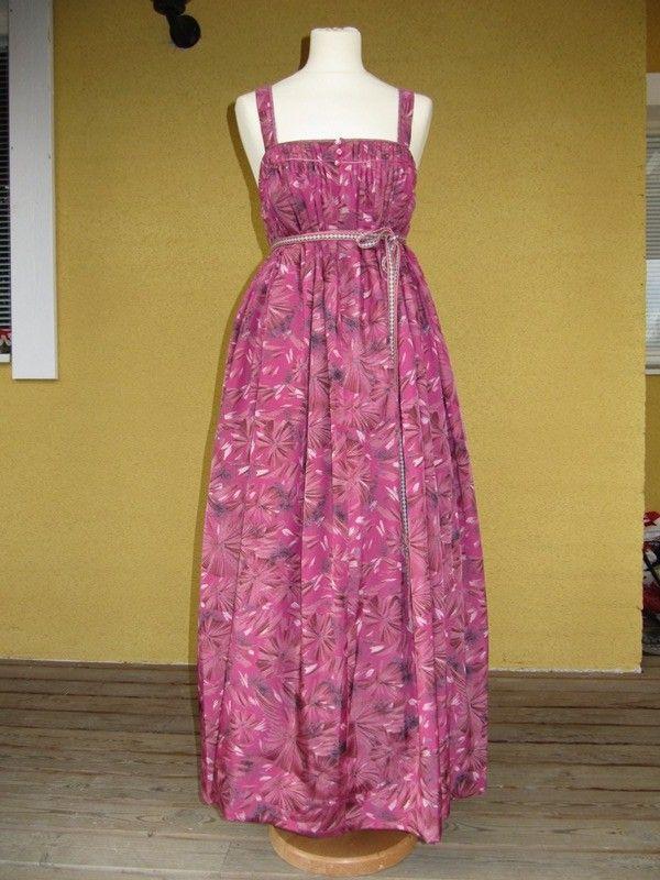 Love this fabric!  Sarafaanit ja feresit -T:mi Soja Murto
