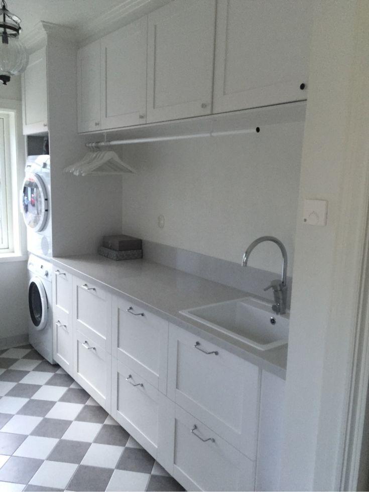 Kom på att jag kanske inte visat tvättstugan efter att nya bänkskivan kommit på plats? Eller så har jag redan gjort det, men då blir det en repris.Jag köpte en bänkskiva i laminat för typ 300 pix ett…