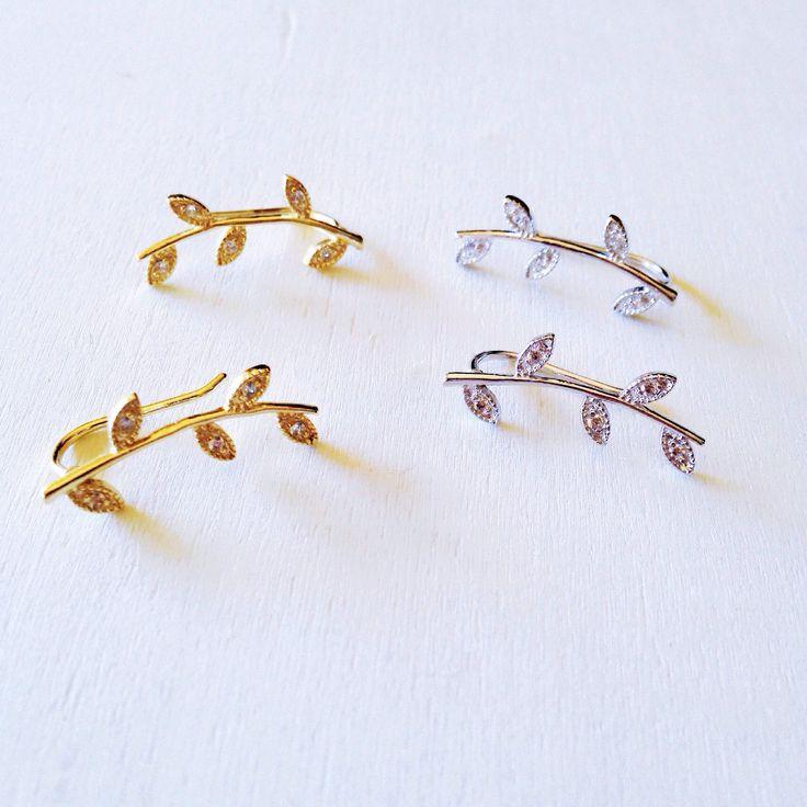 Un favorito personal de mi tienda de Etsy https://www.etsy.com/es/listing/508089702/gold-leaves-ear-climber-leaf-ear-cuff