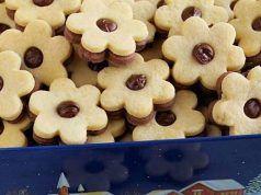 Doporučujeme rychlý recept: Vánoční dvoubarevné cukroví lepené Nutellou, připravené ihned!