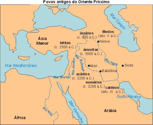"""Entre a MESOPOTÂMIA e o Mar CÁSPIO, localiza-se o Planalto do IRÂ. Apesar de ser, em boa parte, uma região desértica e marcada por bruscas elevações, a área foi ocupada, por volta de 2000 AC, por povos """"indo-europeus"""", originários do Planalto do CÁUCASO. Esses povos ÁRIAS se dividiam em MEDOS, que se estabeleceram no Norte, e PERSAS, fixados no Sul. A união das duas nações gerou uma das maiores potências da Antiguidade Oriental: o Império PERSA"""