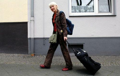 Heidemarie Schwermer's Radical Experience 16 years with no money! | Viola.bz