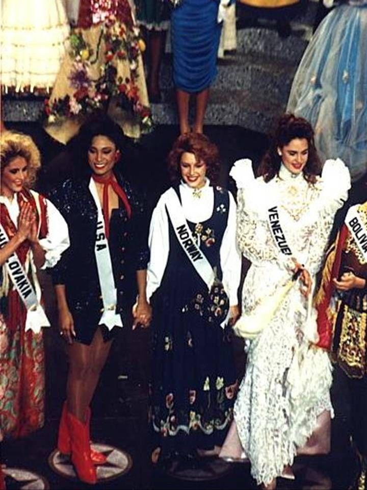 Venezuela entre el grupo de 10 Semi Finalistas en el Certamen de miss Universe 1990..