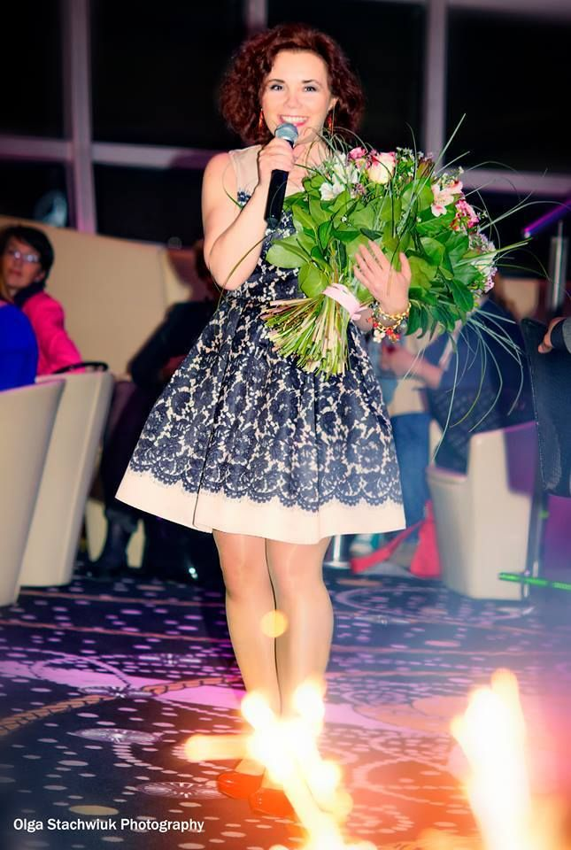 beautiful flowers, cool dress and that b-day cake!
