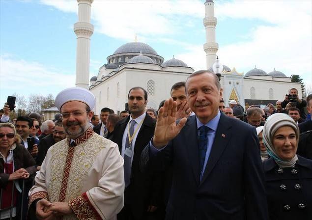 Erdogan Meresmikan Masjid Agung Pertama Di Amerika Dan 100% Didanai Turki  Presiden Turki Recep Tayyip Erdoğan meresmikan Islamic Centers pertama di wilayah Maryland-Amerika dengan pendanaan 100% dari Turki. Seperti dilansir oleh turkpress.co Sabtu (02/04). Di dalam kompleks Islamic Centers ini terdapat gedung pusat budaya dan ruang auditorium megah dan perumahan tradisional Turki dan Masjid Agung yang sangat megah. Khusus Untuk Masjid dibangun diatas lahan seluas 1.879 M persegi dan dengan…