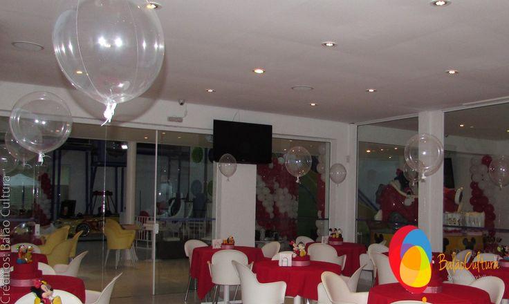 Decoração de balões: Balão Cultura usamos balões bubble de 15 polegadas com gás hélio. Decoração da festa: Rachel Gomes Comemorações.  www.boxbalao.com