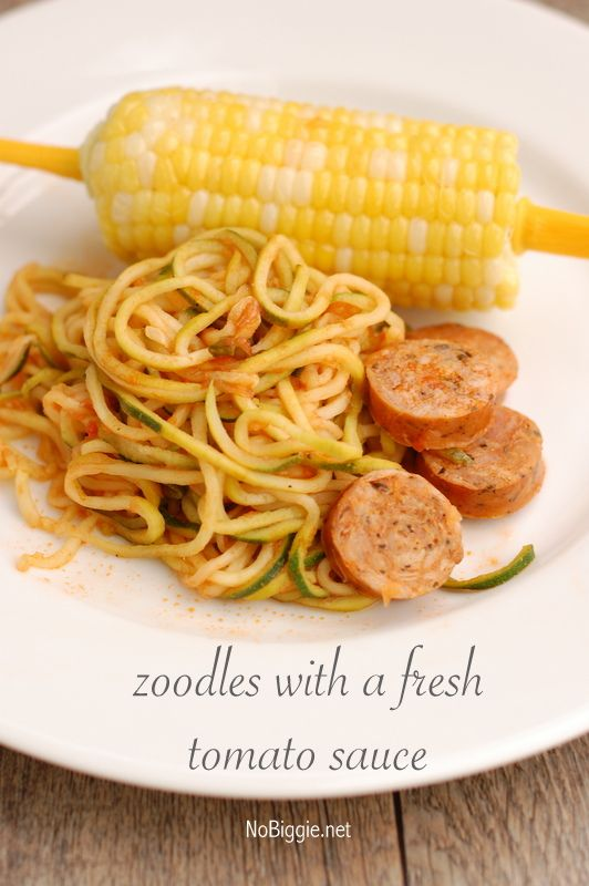 Zucchini Noodles (Zoodles) with fresh tomato sauce recipe. #zoodles #zuchininoodles #freshtomatosauce