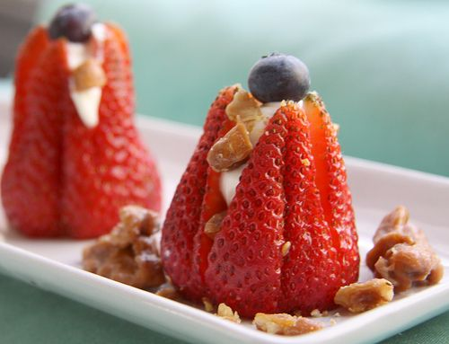 Cheesecake Stuffed Strawberries: Chee Stuffed, Blueberries Recipes, Cheesecake Strawberries, Candied Walnuts, Stuffed Strawberries, Strawberries Desert, Candy Walnut, Cheese Stuffed, Cream Cheeses