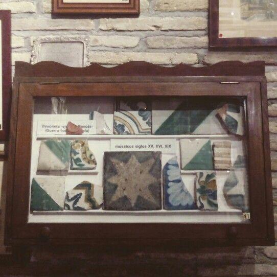 Restos rescatados del derribo de la Torre Nueva. En el museo dedicado al desaparecido monumento en los bajos de Casa Montal (Plaza San Felipe) #zaragozaguia #zaragoza #zgz #aragon #regalazaragoza #zaragozaturismo #zaragozapaseando #zaragozadestino #loves_aragon #loves_zaragoza #miziudad #zaragozeando #magicaragon #mantisgram #igerszgz #igersaragon #igerszaragoza #instazaragoza #instamaños #instazgz