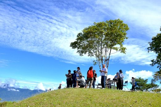 Hilltop: Puncak Lawang is one of the hilltops that you can reach by vehicle and which offers stunning views of the lake. (Photo courtesy of Pelangi Buana Tour)